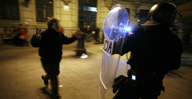 Imagen de los disturbios posteriores a la manifestación contra el 'pensionazo' del 27 de enero de 2011.- FOTOGRACCIÓN