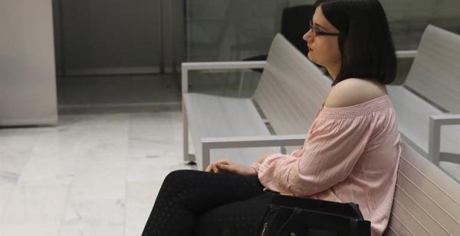 Cassandra, la tuitera de Murcia que se mofó en Twitter del asesinato de Luis Carrero Blanco, se ha sentado hoy en el banquillo de la Audiencia Nacional acusada de enaltecimiento del terrorismo, un delito por el que el fiscal quiere que se la condene a do
