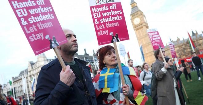 Manifestantes contra el Brexit ante el Parlamento en Londres hace unos días. REUTERS/Neil Hall