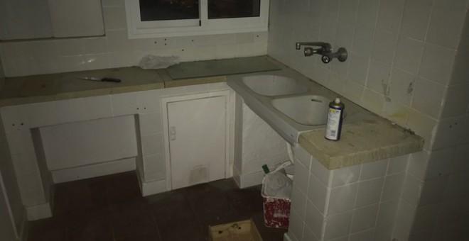 Este es el estado de la cocina de una de las casas de la Guardia Civil