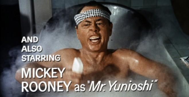 Mickey Rooney interpretando al japonés Yunioshi en Desayuno con Diamantes
