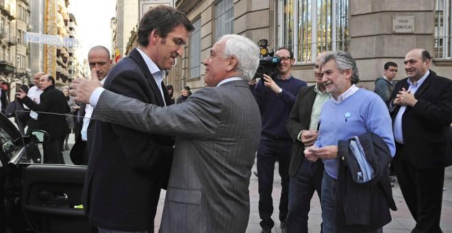 Xosé Luis Baltar, padre del Xosé Manuel Baltar, actual presidente del PP de Ourense, junto a Alberto Nuñez Feijóo