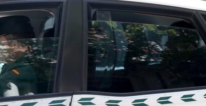 El expresidente de la Comunidad de Madrid, Ignacio González, a su llegada a la Audiencia Nacional, en el coche policial en el que ha sido trasladado desde la Comandancia de la Guardia Civil de Tres Cantos, para declarar en la operación Lezo que investiga