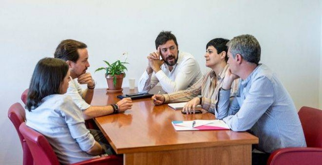 Podemos y Bildu en la reunión de este miércoles. Dani Gago/ Podemos