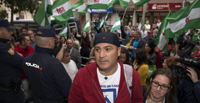 Andrés Bódalo en la entrada a la Audiencia Provincial el día de su juicio. EFE/José Manuel Pedrosa