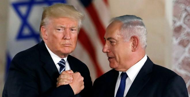 Donald Trump y el Primer Ministro de Israel Netanyahu. REUTERS/Ronen Zvulun.