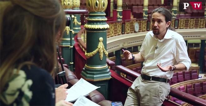 Pablo Iglesias, en un momento de su entrevista con Ana Pardo de Vera y Alejandro López de Miguel. PÚBLICOTV