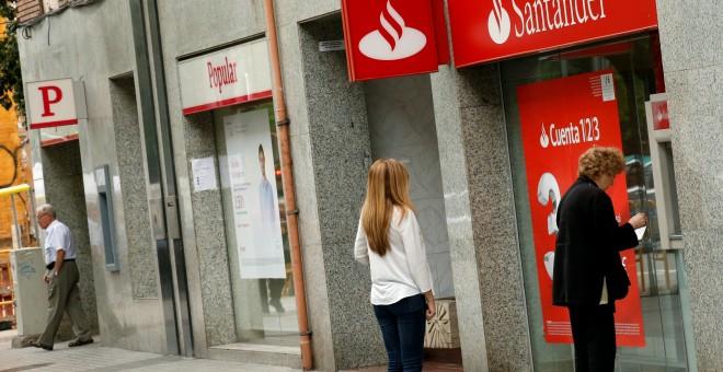 La crisis del sexto banco espa ol santander saca partido for Horario oficinas banco santander barcelona