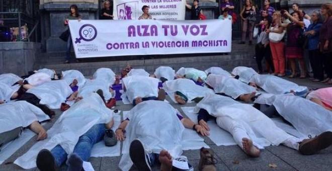Acto de protesta contra la violencia machista en Zaragoza. Imagen: @COFZgz