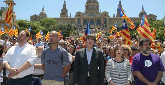 Oriol JUnqueras, Pepe Guardiola, Carme Forcadell, Carles Puigdemont a la concentració en favor del referèndum català