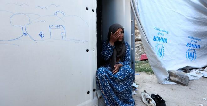 Una mujer de origen sirio en un campo de refugiados de ACNUR en grecia. REUTERS