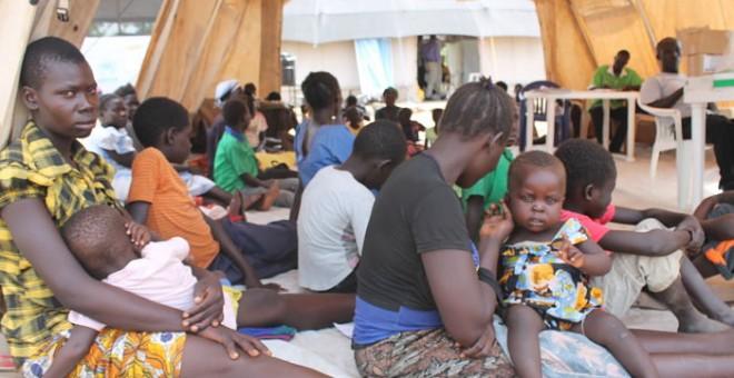 Mujeres y niños suponen el 86% de los refugiados sursudaneses en Uganda. Pablo L. Orosa