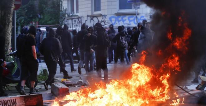 Barricadas arden ante manifestantes en Hamburgo. /REUTERS