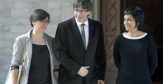 Mireia Boya, con Carles Puigdemont. / EFE