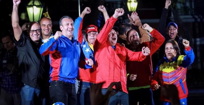 Wl alcalde de Caracas, Jorge Rodríguez, el vicepresidente de Venezuela, Tareck El Aissami, el ministro de Energía Eléctrica, Luis Alfredo Motta Domínguez y el primer vicepresidente del gobernante Partido Socialista Unido de Venezuela (PSUV), Diosdado Cabe