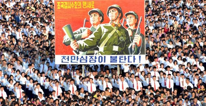 Vista de una manifestación en la Plaza Kin Il Sung de Pyongyang  en favor del gobierno norcoreano. REUTERS