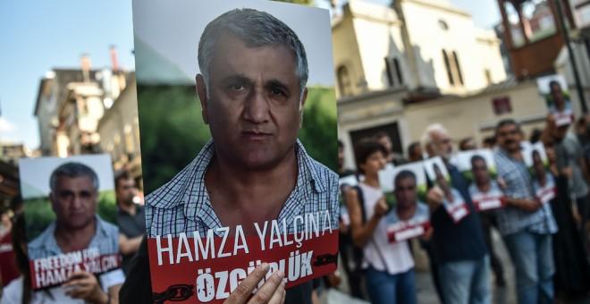 Manifestación en Estambul a favor de la puesta en libertad del periodista sueco-turco Hamza Yalcin, detenido en Barcelona. FP/ Ozan Kose