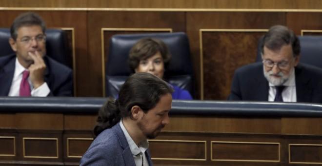 El líder de Unidos Podemos, Pablo Iglesias, antes de su intervención en el pleno extraordinario celebrado en el Congreso en el que ha comparecido el presidente del Gobierno, Mariano Rajoy, para dar explicaciones de su declaración ante el tribunal del juic