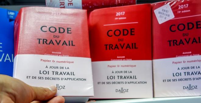 Ejemplares del Código Laboral francés, en una librería en Lille. AFP