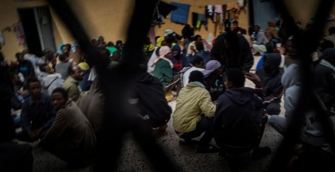 Cientos de personas hacinadas en el centro de detención de inmigrantes en Libia.- RICARDO GARCÍA VILANOVA / CEDIDA POR MSF