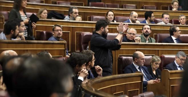 El portavoz adjunto de ERC, Gabriel Rufián, durante su intervención en la sesión de control al Gobierno en Congreso, en la que ha pedido al jefe del Ejecutivo, Mariano Rajoy, que saque 'sus sucias manos' de las instituciones catalanas.. EFE/Emilio Naranjo