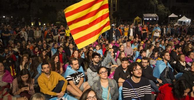 El 90% de los catalanes vota 'Sí' a la independencia, en una jornada que culmina con 844 heridos. /JAIRO VARGAS