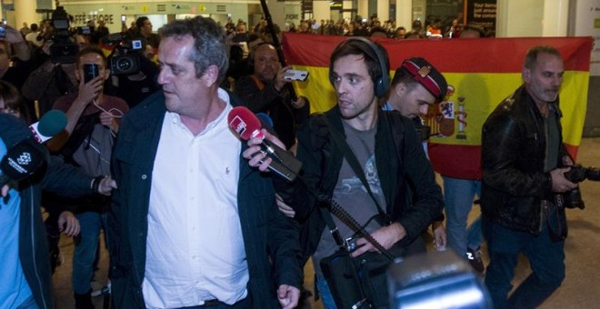 El exconseller Forn, a su llegada a El Prat. EFE/Quique García.