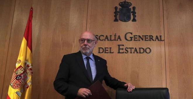 El fiscal general del Estado, José Manuel Maza, a su llegada a la rueda de prensa en la que ha anunciado que la Fiscalía se ha querellado hoy contra el expresidente catalán Carles Puigdemont y el resto del Govern por delitos de rebelión, sedición y malver