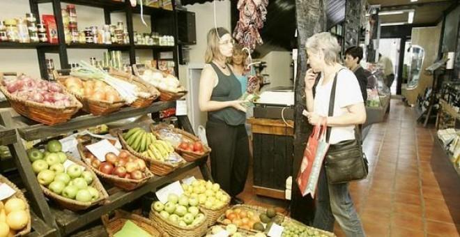 La alimentación está siendo uno de los principales sectores de competencia entre el comercio tradicional y las medianas y grandes superficies.