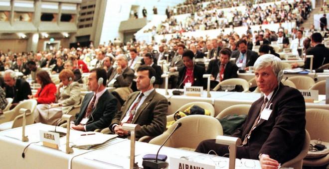 Vista de las delegaciones asistentes en Kioto (Japón) a la cumbre de la ONU sobre el cambio climático, en diciembre de 1997. AFP