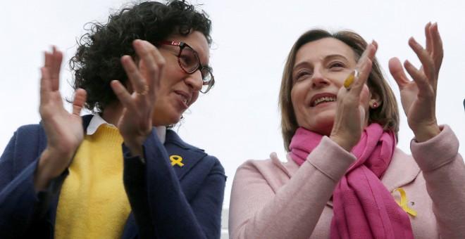 La secretaria general de ERC y número dos de la candidatura para las elecciones del 21-D, Marta Rovira, junto a la presidenta del Parlament, Carme Forcadell, en un acto electoral en Badalona (Barcelona). EFE/Alberto Estévez
