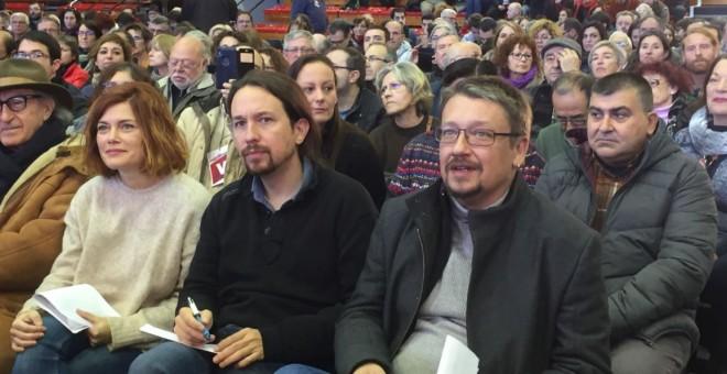 Xavier Domènech, en acte de Catalunya en Comú, al costat de Pablo Iglesias i Elisenda Alamany