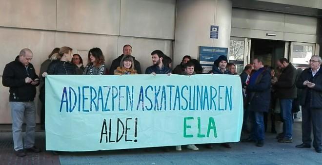 Concentración en apoyo a la sindicalista sancionada.