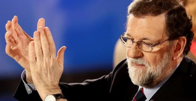 El presidente del Gobierno y del PP, Mariano Rajoy, durante la cena de navidad del PP de Madrid, hoy en Las Rozas. EFE/Mariscal