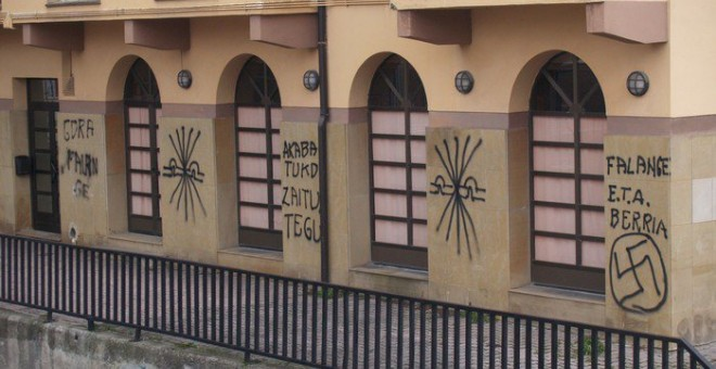 Pintadas falangistas en Altsasu./Público