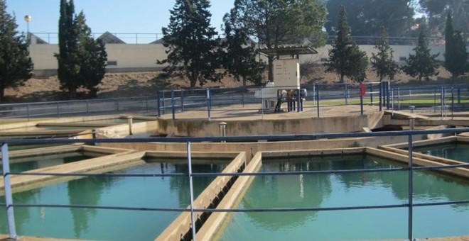La empresa pública Ecociudad gestiona los servicios de abastecimiento de agua potable y depuración de aguas residuales de Zaragoza.