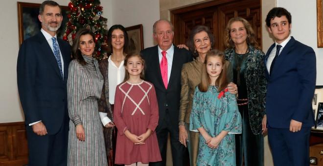 El rey Juan Carlos celebra su 80 cumpleaños junto a miembros de la familia real./EFE