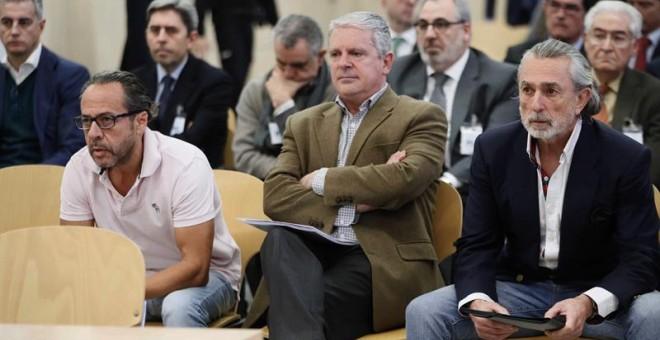 (De izda a dcha) Álvaro Pérez Alonso 'El Bigotes', responsable de la empresa Orange Market; Pablo Crespo, número dos de la trama Gürtel, y Francisco Correa, empresario y 'cabecilla' de la trama. /EFE