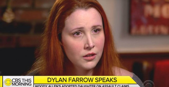 Imagen de la entrevista de Farrow con la cadena CBS donde la joven ha hablado por primera vez en tv sobre los abusos de Woody Allen
