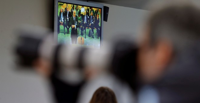 Vista de un monitor de la sala de prensa de la Audiencia Nacional, durante la declaración del extesorero del PP Luis Bárcenas, en el juicio contra la rama valenciana de la red Gürtel. EFE/Juan Carlos Hidalgo