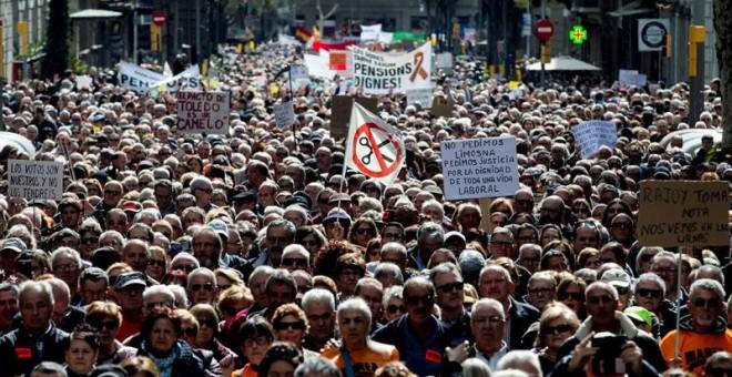 Manifestació a Barcelona per unes pensions dignes i en contra de la revalorització de només el 25%. EFE / Quique García