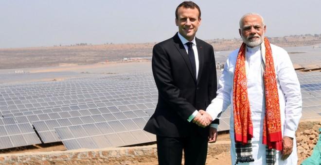 El presidente francés Macron y el primer ministro indio Modi inauguran una central solar de la empresa francesa Engie en Uttar Pradesh tras la cumbre de la Alianza Solar Internacional.