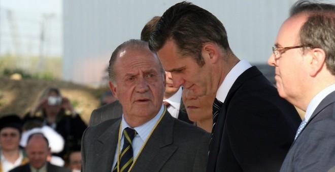 El marido de la infanta Cristina, Iñaki Urdangarin, y el rey emérito Juan Carlos I.