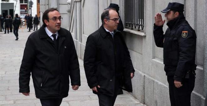 El candidato de Junts per Catalunya (JxCat) a la presidencia de la Generalitat, Jordi Turull (derecha), y el diputado de JxCat Josep Rull (izquierda) a su llegada al Tribunal Supremo. | ZIPI (EFE)