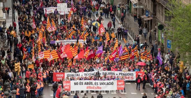 Manifestación convocada por los principales sindicatos catalanes, CCOO y UGT, en Barcelona, en favor de unas pensiones y unos salarios dignos en un Primero de Mayo más político de lo habitual en Catalunya, por la situación política en esta comunidad EFE/M