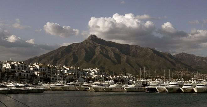Vista de los yates amarrados en Puerto Banús, en Marbella (Málaga). REUTERS