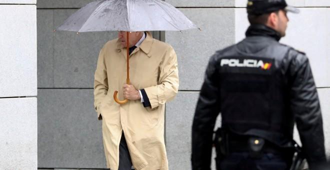 El extesorero del PP Luis Barcenas a su llegada a la Audiencia Nacional para la vistilla sobre la setencia de juicio de la Gürtel. REUTERS/Sergio Perez