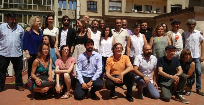 Foto de família de parts dels signants del manifest 'Drets i Llibertats', presentat aquest dimecres 4 de juliol a Barcelona. / Lafede.cat.