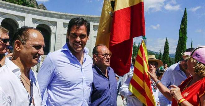 Luis Alfonso de Borbón, segundo por la izquierda, acudió a la concentración de El Valle de los Caídos. (JUAN CARLOS HIDALGO  EFE)