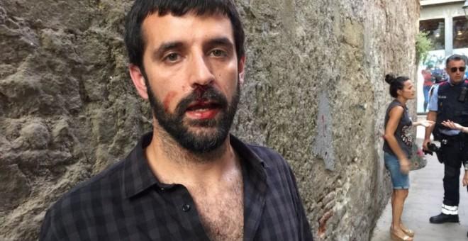 Los testigos confirman que el fotoperiodista Jordi Borràs fue agredido por un policía nacional
